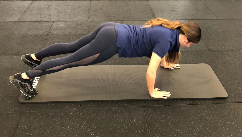 Staggered push ups 1a