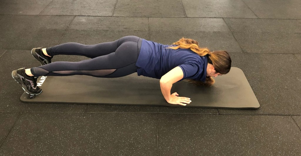 Staggered push ups 1b